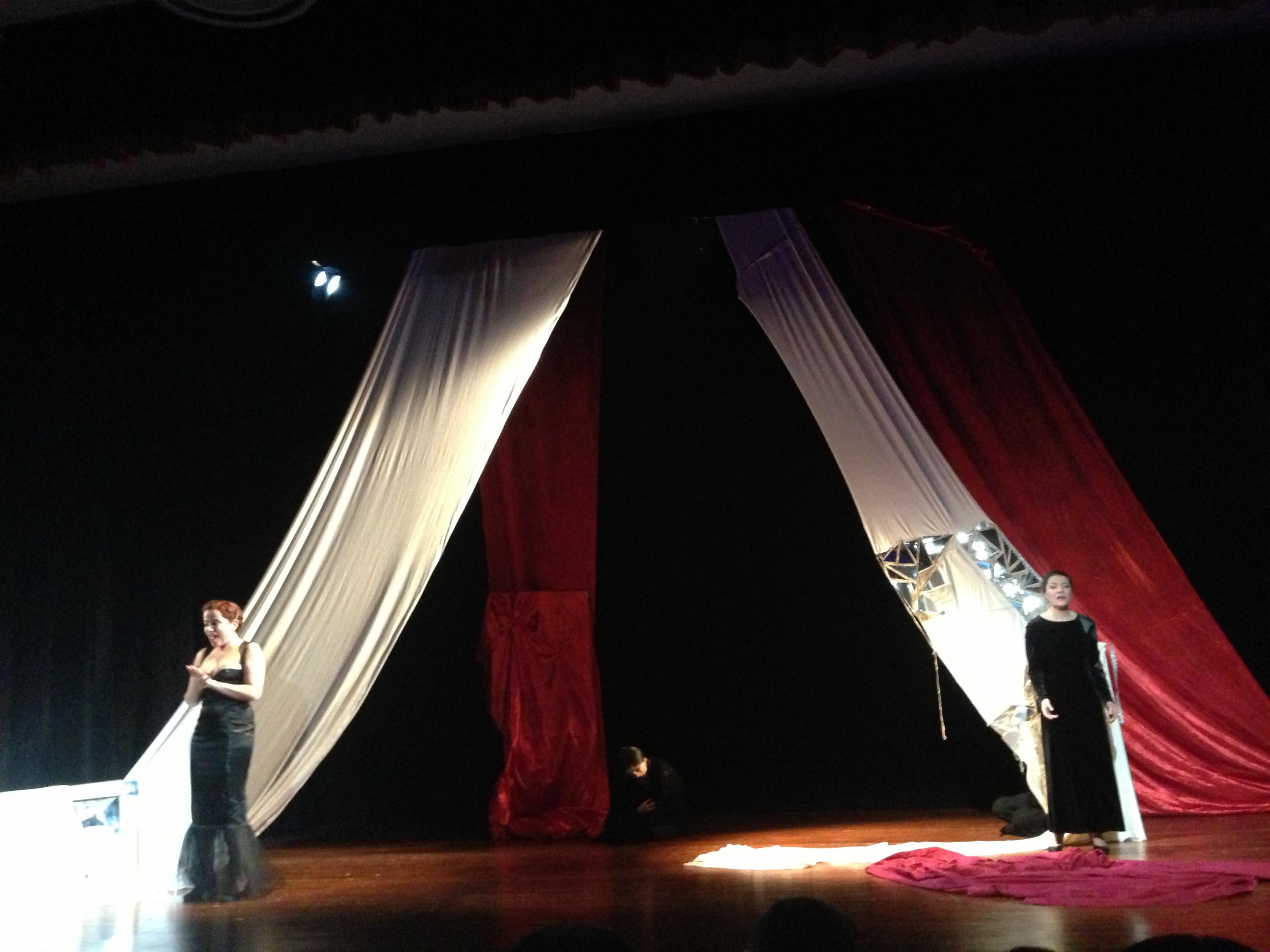 Chiara gp opera in corso 2 donne allo specchio - Ragazze nude allo specchio ...