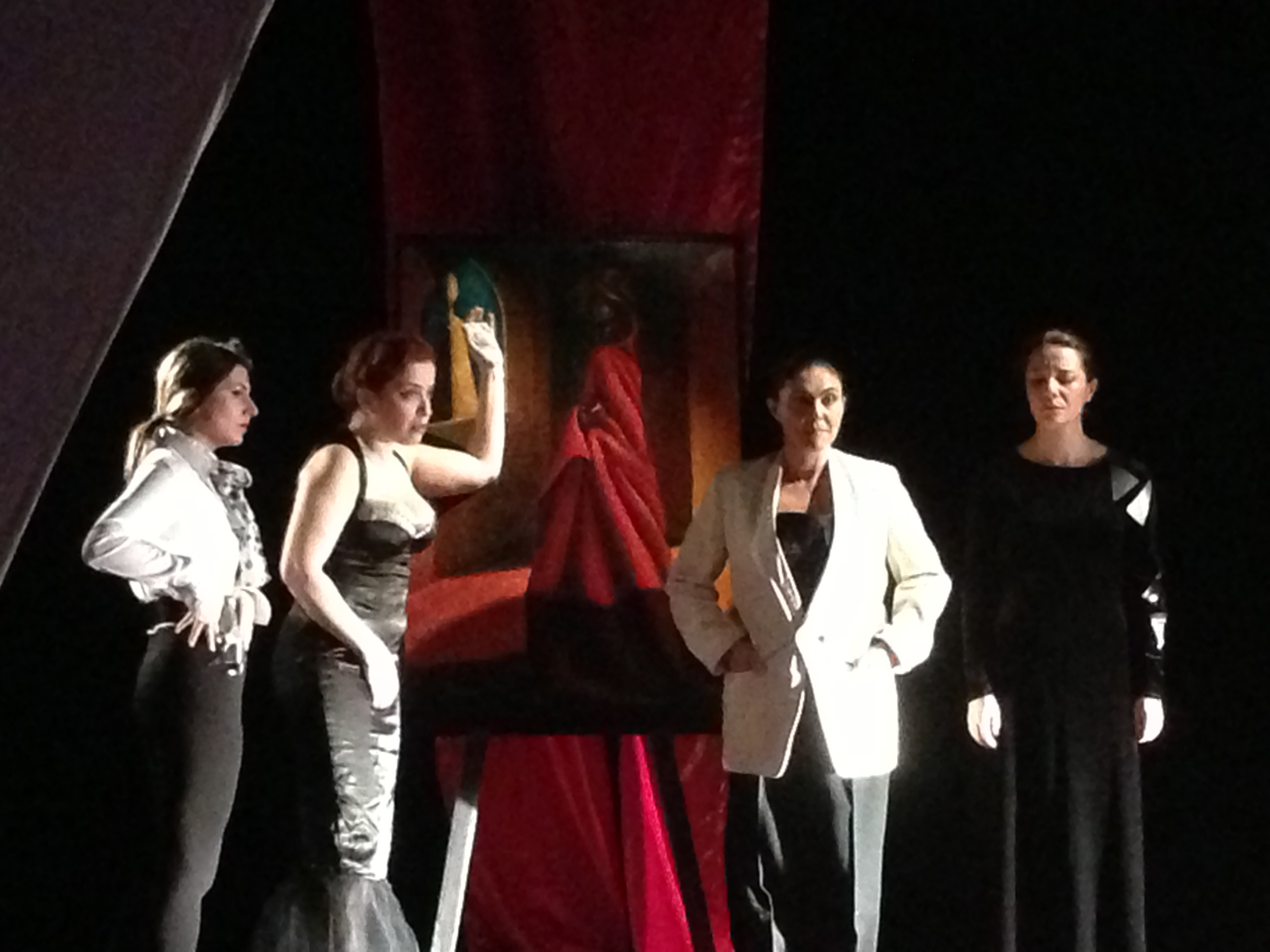 Chiara gp opera in corso 2 donne allo specchio - Valeria allo specchio ...